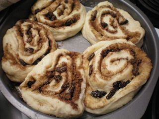 The cinnamon and raisin rolls ready to be baked!